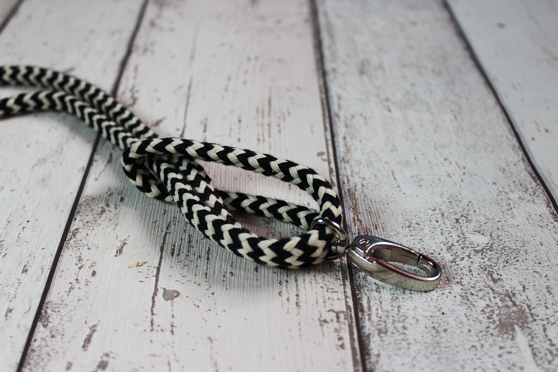 Knoten festziehen am Karabiner