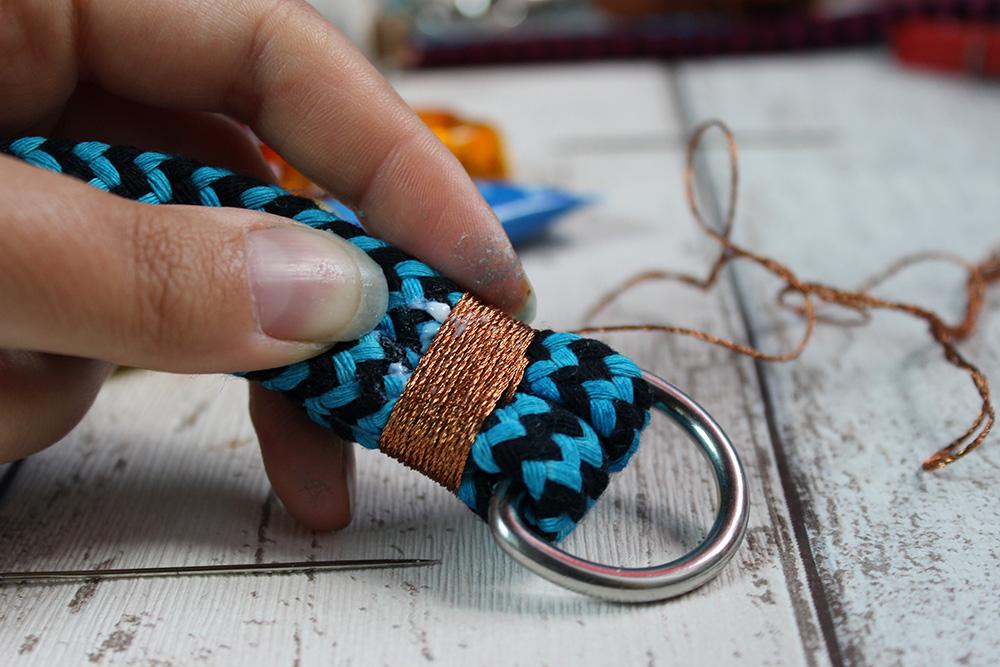 Garn um Tau wickeln und mit Textilkleber fixieren