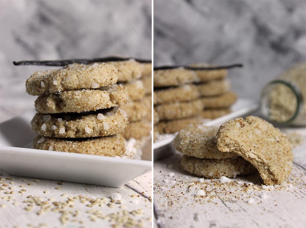 Angebissener und gestapelte Sesam-Vanille-Kekse
