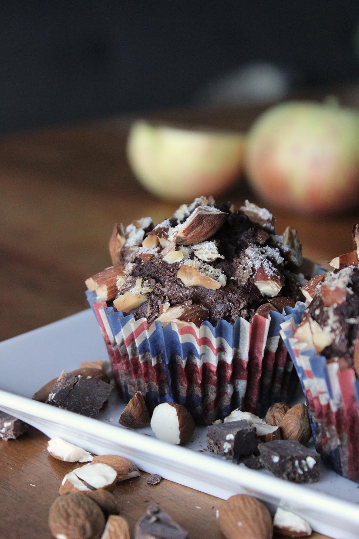 Schoko-Kaffee-Muffins mit Apfel und Mandeln